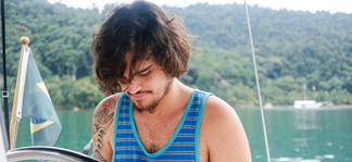 Peu Del Rey lança clipe do single O Lado Bom da Vida